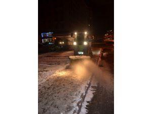 Kocasinan Belediyesi Yaya Kaldırımlarında Kar Temizliği Yapıyor