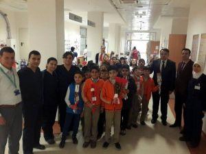 Öğrenciler, Hastanede Hastaları Ziyaret Etti