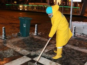 Başkan Demirkol, Karla Mücadele Ekiplerini Yalnız Bırakmadı