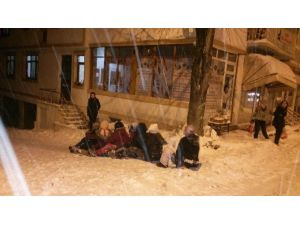 MYO Öğrencilerinin Naylon Poşet İle Kayak Keyfi