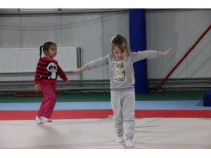 5 Yaşındaki Çocuklar Jimnastik İle Büyüyor