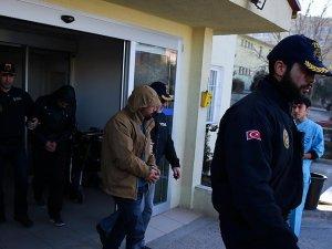 Ankara'da yakalanan iki canlı bomba adliyeye sevk edildi