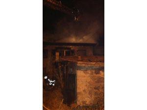Sandıklı'da Kullanılmayan Metruk Evde Yangın Çıktı