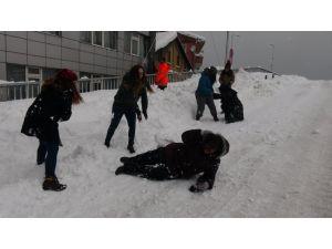 Zonguldak'ta ulaşım felç, öğrenciler mutlu