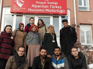 Yozgat Hayvan Koruma ekibinden huzurevi ziyareti