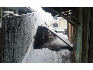 Siirt'te Çatı Çöktü Esnaflar Mağdur Oldu