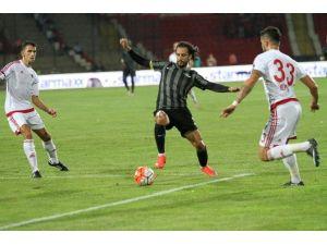 Akhisar'da 3 Futbolcu İle Yollar Ayrıldı