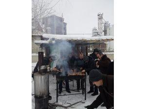 Aktif Eğitim-sen Erzurum Şubesi, Üyelerine Balık-ekmek İkram Etti