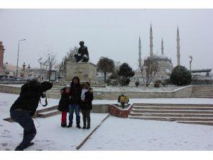 Edirne'ye Yılın İlk Karı Düştü