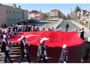 Erzincan'da Vefakâr Gençlik Fedakâr Ecdadı İçin Yürüdü