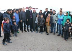 Milletvekili Yıldız, Suriyelilerin Kaldığı Yaşam Merkezini Ziyaret Etti