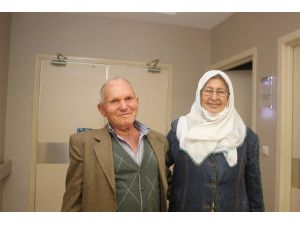 51 yıllık hayat arkadaşına böbreğini verdi