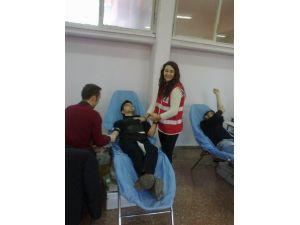 Üniversiteli Gençlerden Kan Bağışı Hassasiyeti