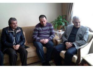 Bakan Yıldırım Kar Mücadelesinde Hayatını Kaybeden İşçilerin Ailelerini Ziyaret Etti