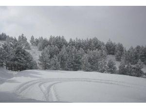 Aladağ'a Yağan Kar Sevindirdi