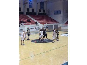 Büyükşehir Basket Takımı İzmir'den Galip Dönüyor