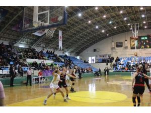 AGÜ, Deplasmanda Edirne Belediyesi Edirnespor'u 70-65 Yendi