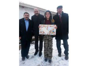 Kılıçdaroğlu'ndan Çorum'daki öğrenciye bilgisayar sürprizi