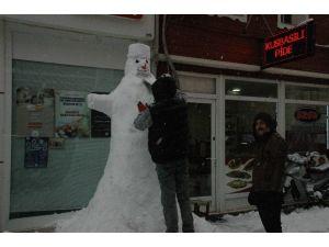 Kardan Adam Yapmak Esnafın Kış Hobisi Oldu