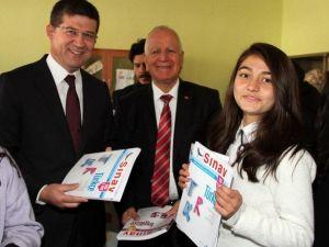 Merkezefendili Çocuklar Oyuncak Ve Kitaplarını Baharlarlı Mahallesi'ndeki Çocuklarla Paylaştı