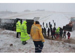 Kırşehir'deki Trafik Kazasında 9 Kişi Öldü 26 Kişi Yaralandı