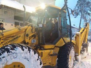 Saltukova'da Kar Temizleme Çalışmalarını Başkan Güneş Yakından Takip Etti