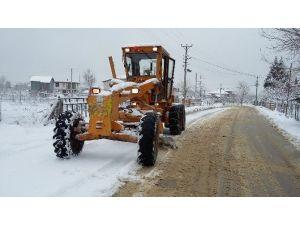 Akyazı Belediyesi Yoğun Kar Yağışında 24 Saat Görev Yaptı