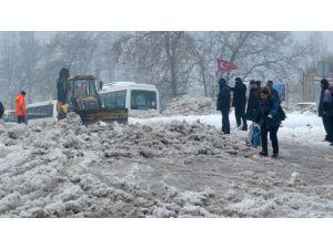 Kar yağışına gerekli önlemler alınmayınca vatandaş çileden çıktı