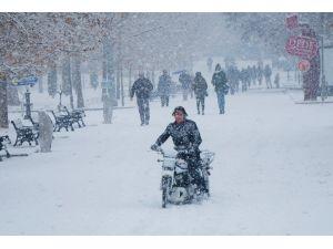 Konya yılın ilk karıyla beyaza büründü