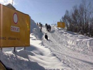 İlçelerine Fazla Kar Yağmayınca, Bin 900 Rakımlı Köye Çıktılar