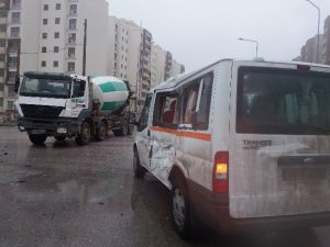 Körfez'de Trafik Kazası: 2 Yaralı