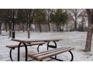 Gaziantep'te kar yağışı başladı, şehir beyaza büründü
