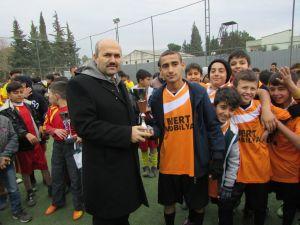 Orta okullar arası futbol turnuvası büyük ilgi gördü