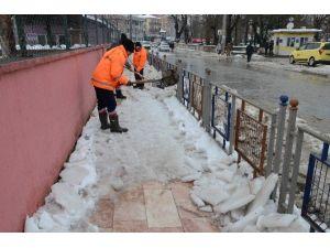 Okullar Kardan Temizlendi