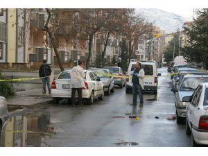 Eski eşini sokak ortasında pompalı tüfekle vurdu