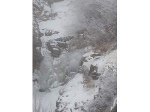 Sincik İlçesinde Su Şebekesi Dondu