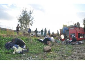 İşçi servisi devrildi: 14 yaralı