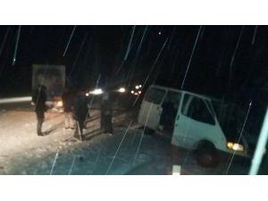 Kargo Minibüsü Kaza Yaptı: 2 Yaralı