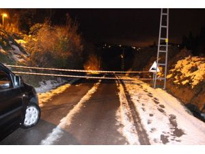 Zonguldak'ta heyelan yolu böyle kapattı