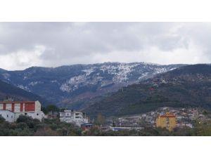Madran Dağı Beyaza Büründü