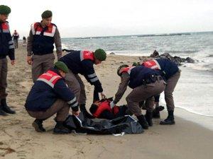 Ayvalık'ta göçmenleri taşıyan bot battı: 8 ölü