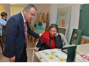 Başkan Böcek Konsem'de Kursiyerleri Ziyaret Etti