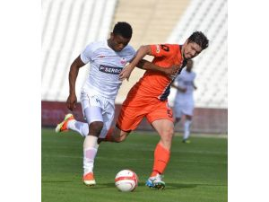 Alima Yeni Malatyaspor'da Yeni Transfer Azuka Izu Kampa Katıldı