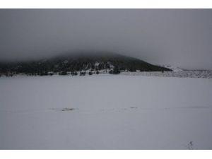 Buz Tutan Göletlerde Kartpostallık Manzaralar