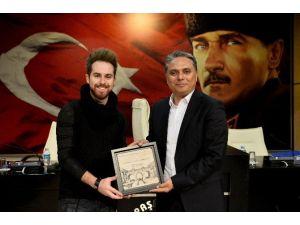 Uysal'dan Görkem Durmaz'a Anı Plaketi