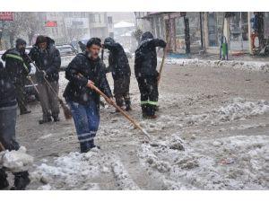 Ilgaz Belediyesi'nden Hummalı Kar Çalışması