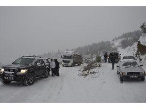 Aladağ'da Yollarda Kar Küreme Ve Tuzlama Çalışmaları