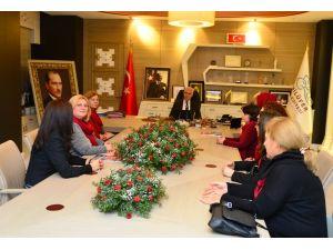 Gülen kadınlardan Başkan Bozbey'e teşekkür ziyareti