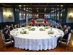 Erdoğan yasama, yürütme ve yargı yönetimini yemekte ağırladı