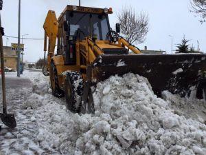 Kaymaklı Belediye Ekipleri Kar Temizleme Çalışmalarında Bulundu